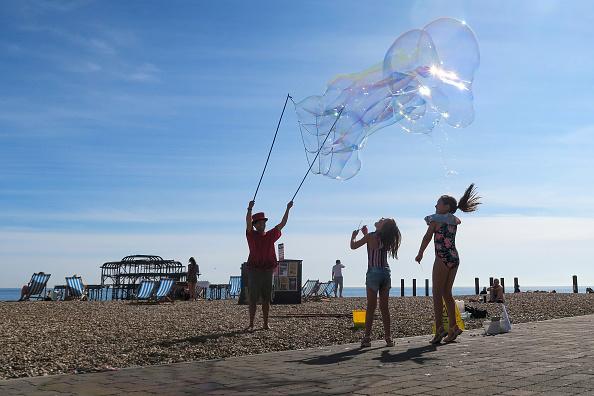 Bubble「Britain Enjoys Hot Weather During The Coronavirus Pandemic」:写真・画像(12)[壁紙.com]