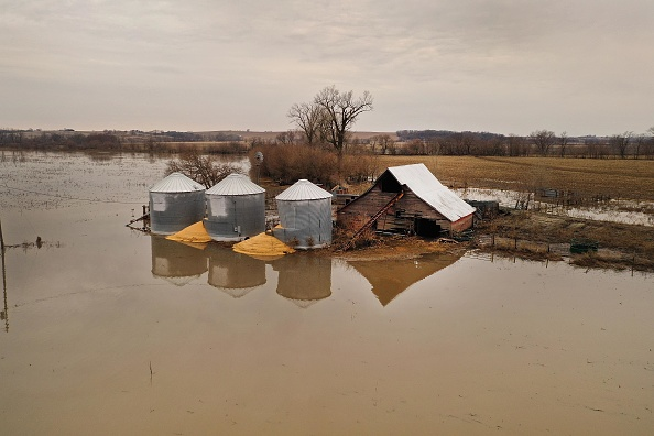 Flood「Flooding Continues To Cause Devastation Across Midwest」:写真・画像(11)[壁紙.com]