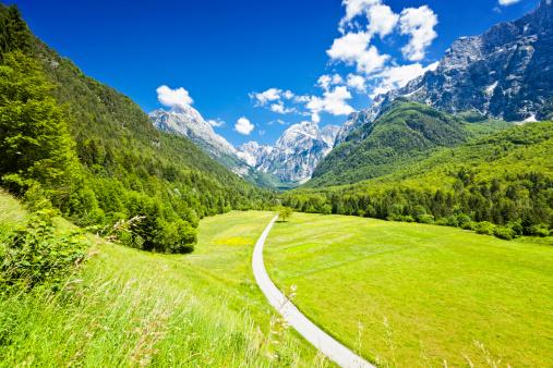Slovenia「Sunny spring day in Log under Mangart, Slovenia」:スマホ壁紙(15)