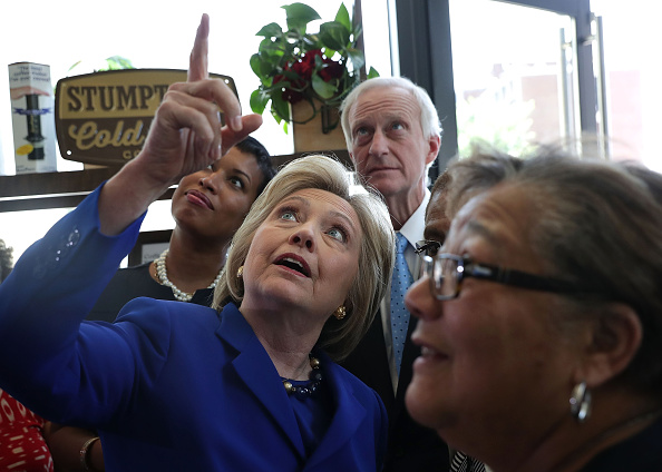 Washington DC「Hillary Clinton Meets With DC Mayor And DC Representative At Coffee Shop」:写真・画像(0)[壁紙.com]