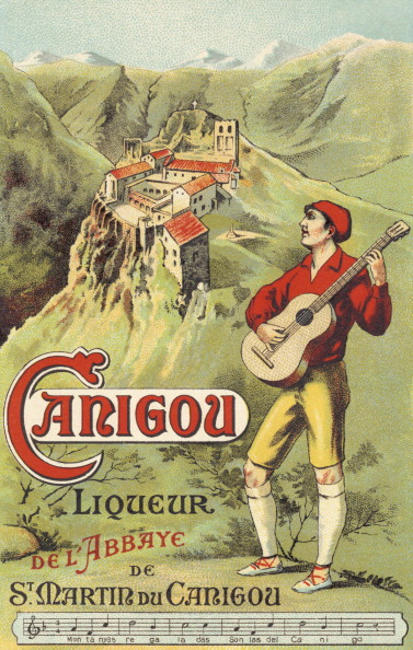 Beret「Carigou liqueur advertisement - Catalan  musician playing guitar and wearing」:写真・画像(7)[壁紙.com]
