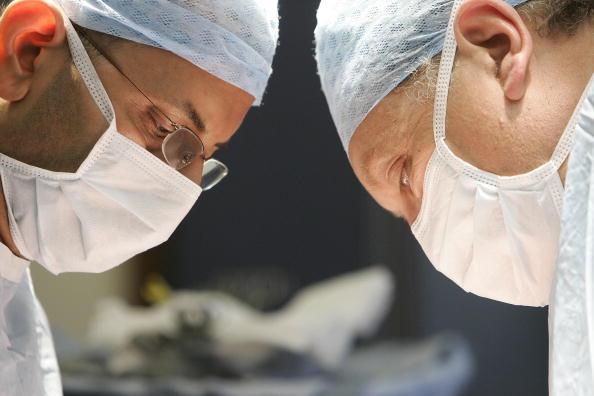 Transplant Surgery「Birmingham Hospital Conducts Kidney Transplant」:写真・画像(7)[壁紙.com]