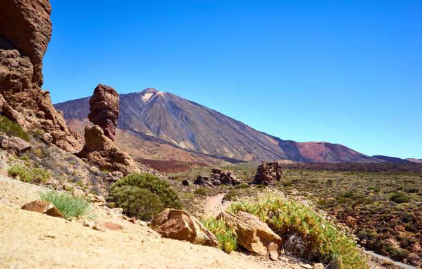 Roques de García and Volcano Teide:スマホ壁紙(壁紙.com)