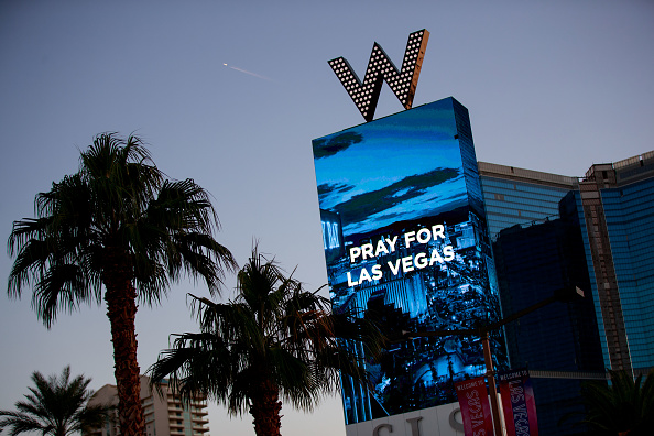 ラスベガス「Mass Shooting At Mandalay Bay In Las Vegas Leaves At Least 50 Dead」:写真・画像(11)[壁紙.com]