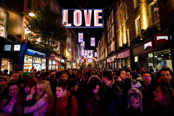 Tristan Fewings「Carnaby Street Christmas Lights Switched On」:写真・画像(8)[壁紙.com]