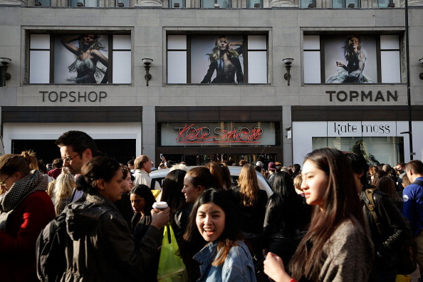 TOPSHOP「Shoppers Queue For The Launch Of Kate Moss Collection For Topshop」:写真・画像(3)[壁紙.com]