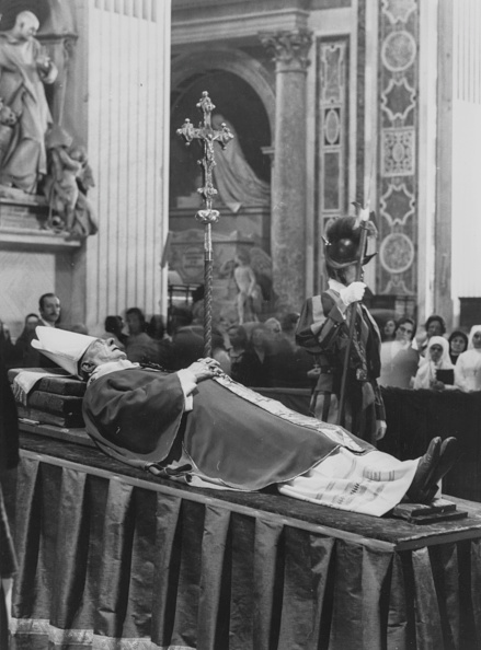 Lying Down「Pope Paul VI」:写真・画像(15)[壁紙.com]