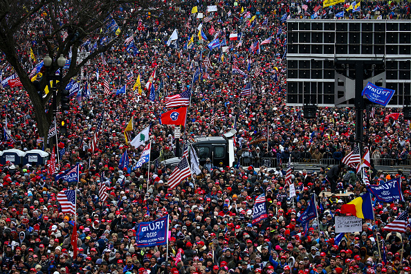 "Electoral College「Trump Supporters Hold ""Stop The Steal"" Rally In DC Amid Ratification Of Presidential Election」:写真・画像(12)[壁紙.com]"