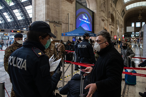 Emanuele Cremaschi「Italy Clamps Down On Public Events And Travel To Halt Spread Of Coronavirus」:写真・画像(1)[壁紙.com]