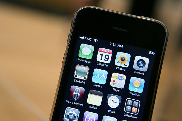 Apple's New 3GS iPhone Goes On Sales At Stores:ニュース(壁紙.com)
