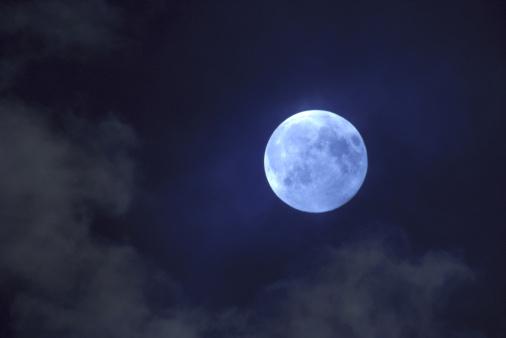 月「moon one night before full」:スマホ壁紙(3)