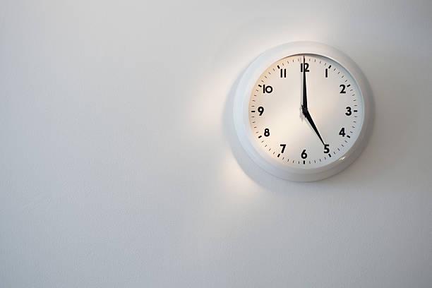 Clock:スマホ壁紙(壁紙.com)