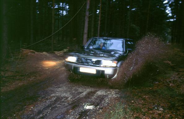 Headlight「1998 Nissan Patrol GR」:写真・画像(19)[壁紙.com]