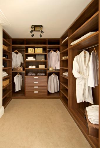 Model Home「walnut walk-in wardrobe」:スマホ壁紙(5)