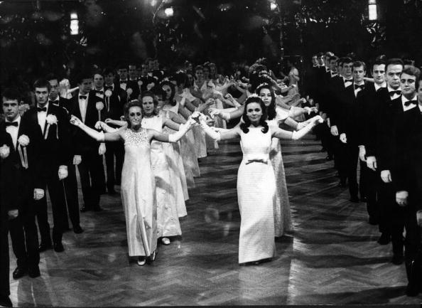 Symmetry「Debutantes At Ball」:写真・画像(8)[壁紙.com]