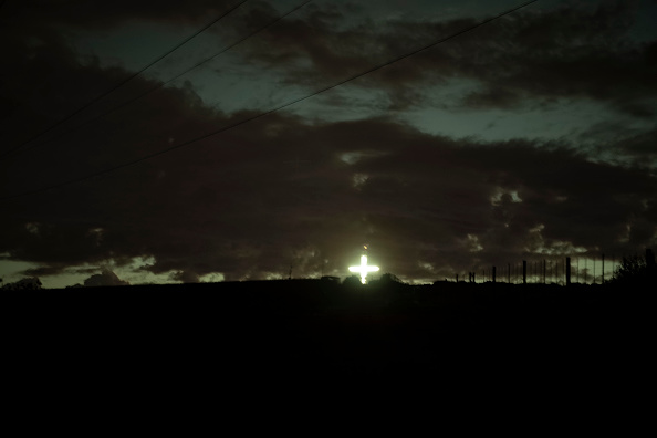 Cross Shape「Illuminated Cross Outside Durbanville」:写真・画像(15)[壁紙.com]