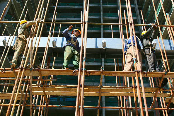 Construction Industry「Workers erecting scaffolding for the construction of a curtain wall at the new HQ building of Chinese travel agent, CTYS. Central Beijing」:写真・画像(6)[壁紙.com]
