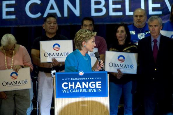 Rick Scibelli「Hillary Clinton Campaigns For Barack Obama In New Mexico」:写真・画像(6)[壁紙.com]