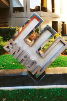 James Nielsen「Enron Files for Chapter 11, Lays Off Employees」:写真・画像(9)[壁紙.com]