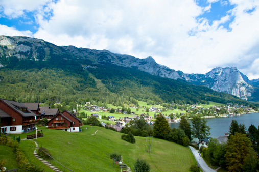 Dachstein Mountains「Lake town of Grundlsee in the Austrian Alps」:スマホ壁紙(3)