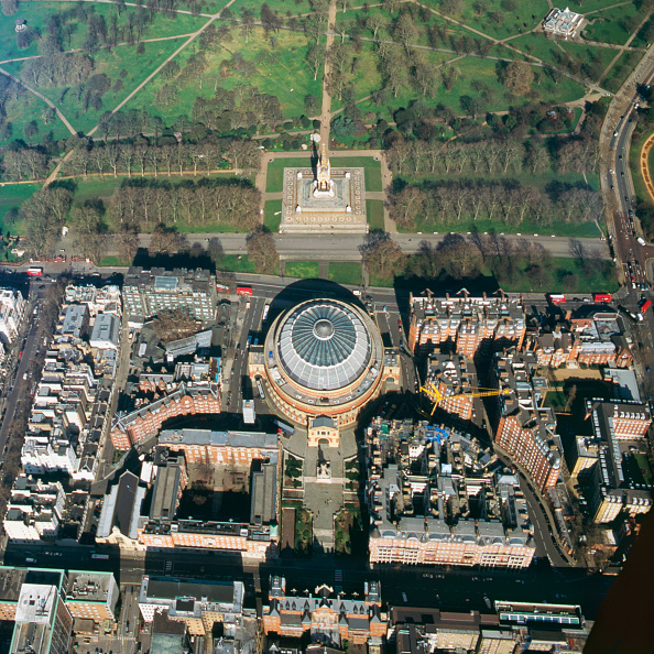 Outdoors「Close up aerial view of the Royal Albert Hall and Kensington Gardens, London, UK」:写真・画像(5)[壁紙.com]