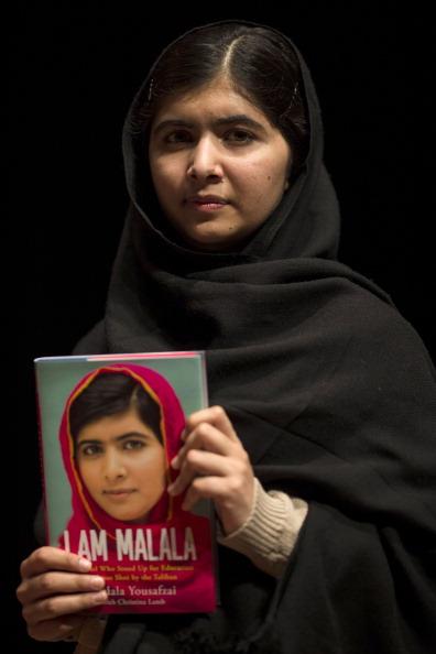 1人「Malala Yousafzai launches Her Memoir」:写真・画像(6)[壁紙.com]