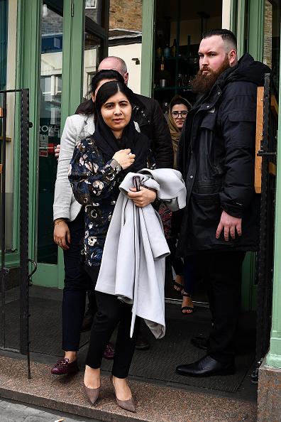 Five People「Malala Yousafzai Visits The Social Bite's Restaurant Vesta」:写真・画像(19)[壁紙.com]