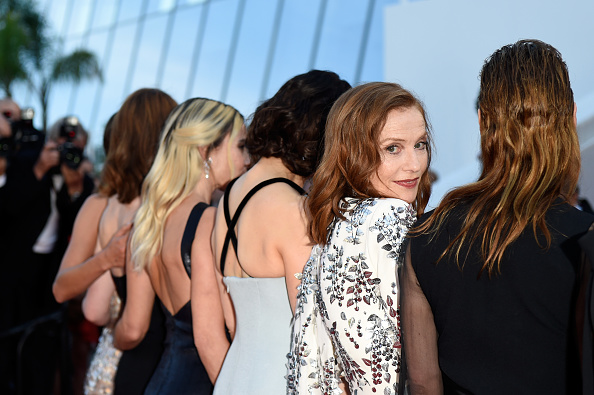 Isabelle Huppert「70th Anniversary Red Carpet Arrivals - The 70th Annual Cannes Film Festival」:写真・画像(5)[壁紙.com]