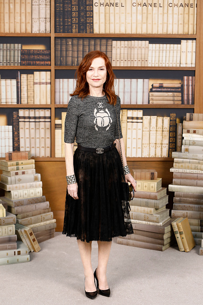 Isabelle Huppert「Chanel : Photocall - Paris Fashion Week - Haute Couture Fall Winter 2020」:写真・画像(8)[壁紙.com]