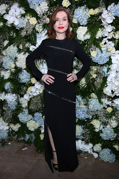Isabelle Huppert「16th Sidaction  - Paris Fashion Week - Haute Couture Spring Summer 2018」:写真・画像(17)[壁紙.com]