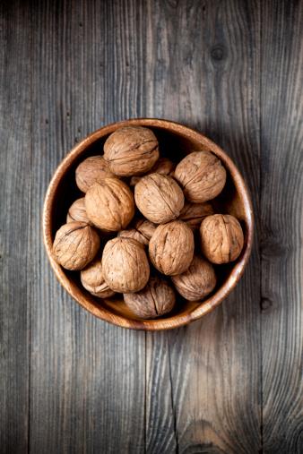 Walnut「Bowl of walnuts」:スマホ壁紙(0)