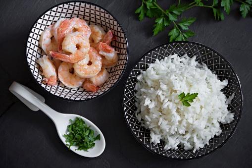 Long Grain Rice「Bowls of long grain rice with parsley and shrimps」:スマホ壁紙(18)