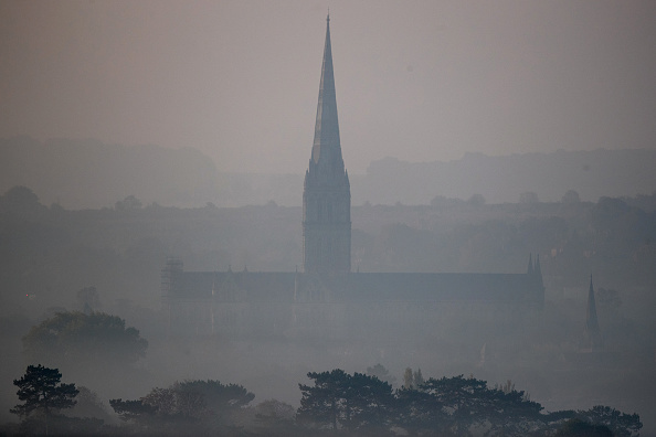 Salisbury Cathedral「October Temperatures Remain Unseasonably High」:写真・画像(14)[壁紙.com]