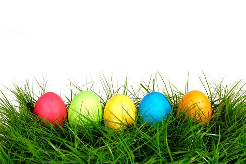 Easter「Five colorful Easter eggs lying in lush grass」:スマホ壁紙(0)