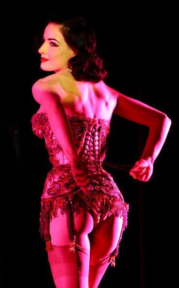 Corset「Dita Von Teese At MGM's Crazy Horse Paris」:写真・画像(12)[壁紙.com]