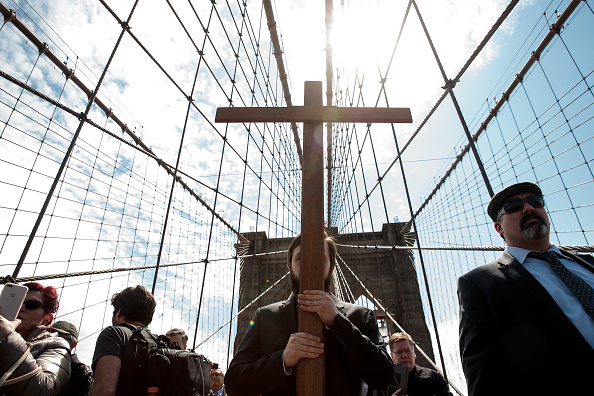 Religion「Way Of The Cross Procession Held On Brooklyn Bridge On Good Friday」:写真・画像(12)[壁紙.com]