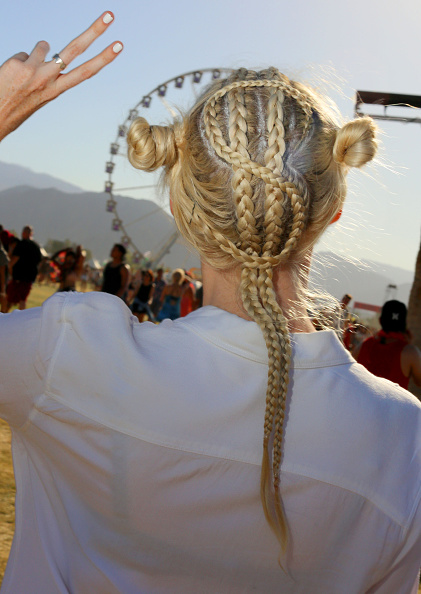 Braided Hair「Street Style At The 2015 Coachella Valley Music And Arts Festival - Weekend 1」:写真・画像(18)[壁紙.com]