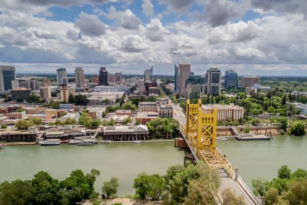 Sacramento Tower Bridge and Sacramento Capitol Mall:スマホ壁紙(壁紙.com)