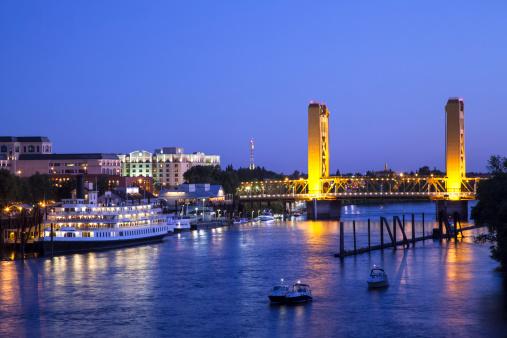 Sacramento「Sacramento River and Tower Bridge at dusk」:スマホ壁紙(10)