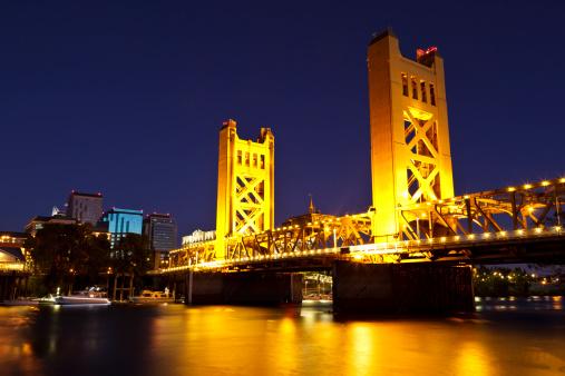 Sacramento「Sacramento River and Tower Bridge at late dusk」:スマホ壁紙(17)