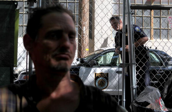 Homelessness「Homeless Struggle To Maintain New Encampment In Sacramento」:写真・画像(6)[壁紙.com]