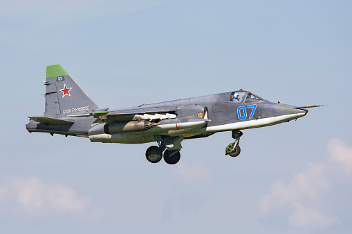 Russian Military「Russian Air Force Su-25SM landing in Ryazan, Russia, after a mission during exercise Aviadarts 2016.」:スマホ壁紙(13)