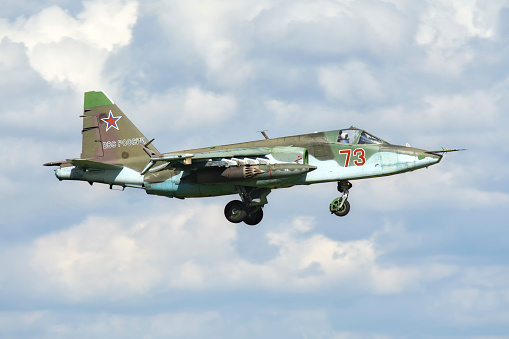 Russian Military「Russian Air Force Su-25SM landing in Ryazan, Russia, after a mission during exercise Aviadarts 2016.」:スマホ壁紙(8)