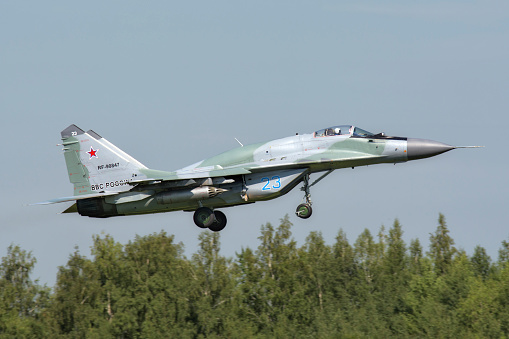 Russian Military「Russian Air Force MiG-29SMT landing in Ryazan, Russia, after a mission during exercise Aviadarts 2016.」:スマホ壁紙(12)