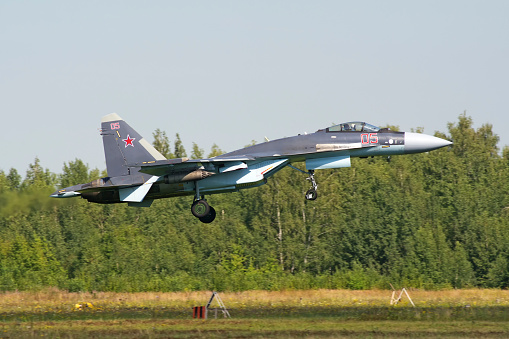 Russian Military「Russian Air Force Su-35S landing in Ryazan, Russia, after a mission during exercise Aviadarts 2016.」:スマホ壁紙(16)