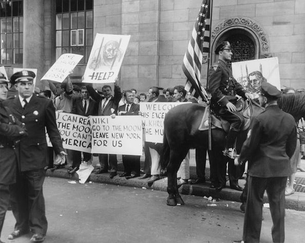 Helmut Kretz「Anti-Khrushchev Demo, NYC」:写真・画像(19)[壁紙.com]