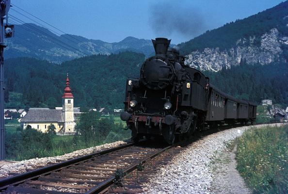 T 「A Hungarian designed 2-6-2T classified 17 by Yugoslav Railways at work in Slovenia in August 1972. The veteran is heading a Jesenica -Nova Gorica train.」:写真・画像(5)[壁紙.com]