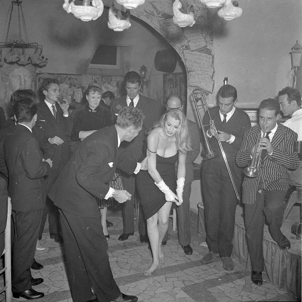 Anita Ekberg「Anita Ekberg dancing at the restaurant 'Rugantino', 1958」:写真・画像(11)[壁紙.com]