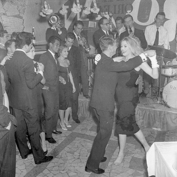 Anita Ekberg「Anita Ekberg dancing in Rome」:写真・画像(12)[壁紙.com]