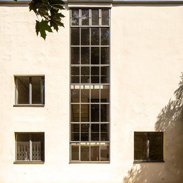 Full Frame「Masters House. The Bauhaus Building,」:写真・画像(9)[壁紙.com]